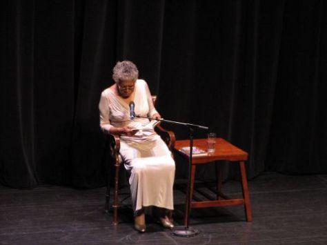 Maya Angelou đọc thơ